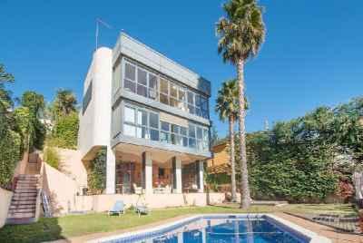 Великолепный дом с видом на море и бассейном на Коста Маресме